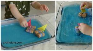 juegos-agua-para-niños-barcos-corchos